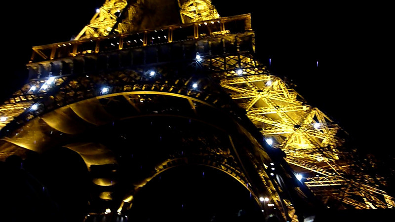 Video Eiffel Tower-1 2010-02-20.MTS