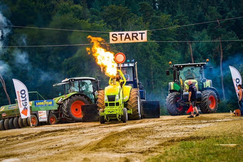 Tractor Pulling 2015-02514.jpg