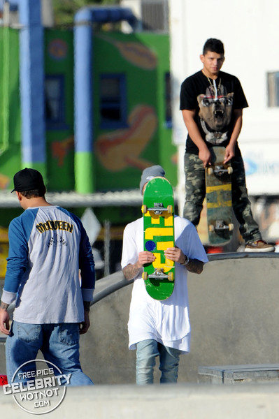 EXC: Justin Bieber Skateboarding Hiding Dyed Blonde Hair In LA