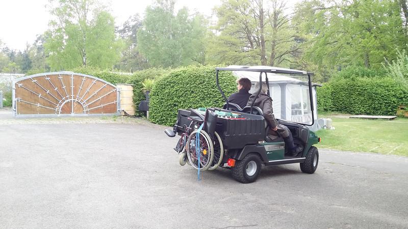 mit Rollstuhl zur Einkaufsfahrt in Supermarkt nach Bruck