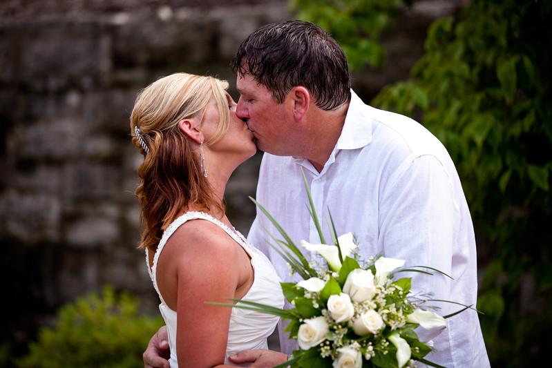 BAPemberton-Jefferson-City-MO-Wedding-Photographer-Governors-Garden-08052011-7.jpg