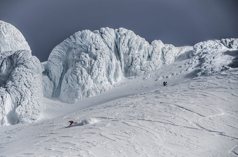 mount-hood-skiing-crater-winter-skiing-summit-pnw-oregon.jpg