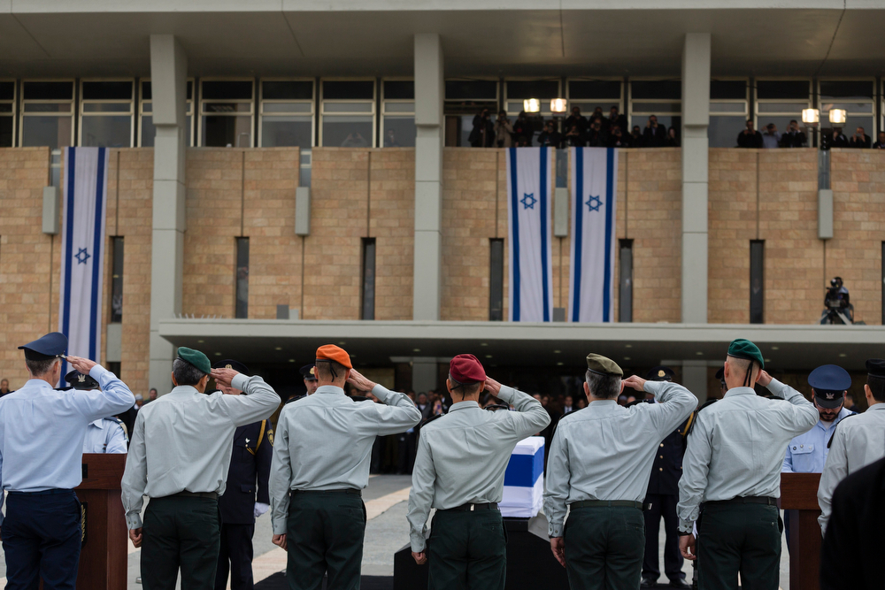 . Israeli generals salute the coffin of former Israeli Prime Minister Ariel Sharon as it lies in state at the Knesset, Israel\'s Parliament, on January 12, 2014 in Jerusalem, Israel. (Photo by David Vaaknin/Getty Images)