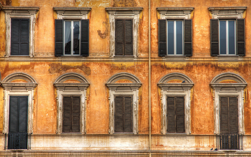 Ochre Walls, Rome (HDR Image)