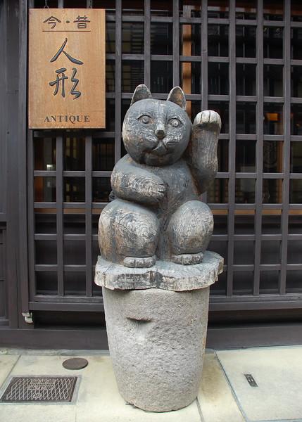 Maneki Neko (Beckoning Cat)