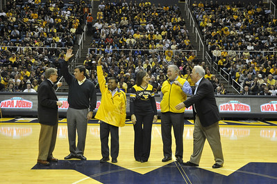 29312 - Academy of Distinguished Alumni Recognition at Basketball Game
