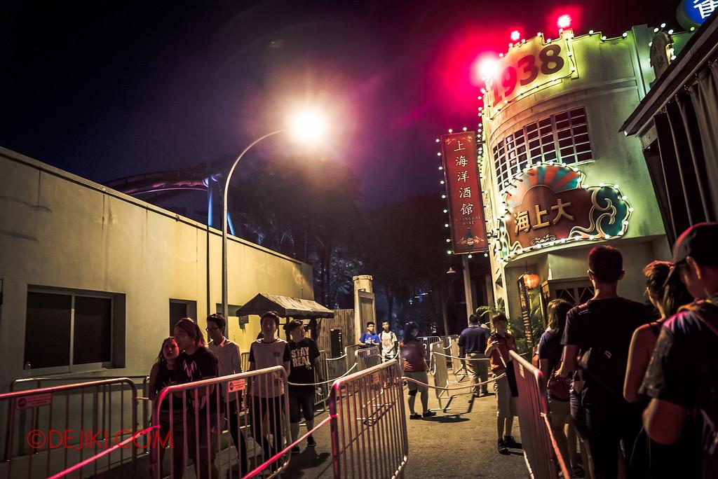 Halloween Horror Nights 6 - Hu Li's Inn / Great Shanghai 1938 queue