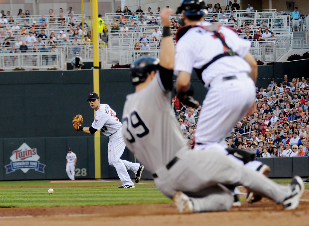 . New York\'s David Adams scores on a double by Alberto Gonzalez during the fifth inning. (Pioneer Press: John Autey)