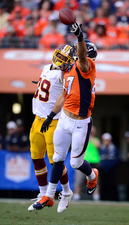 . Denver Broncos wide receiver Eric Decker (87) reaches for a pass that is just out of this grasp in the third quarter.   (Photo by AAron Ontiveroz/The Denver Post)