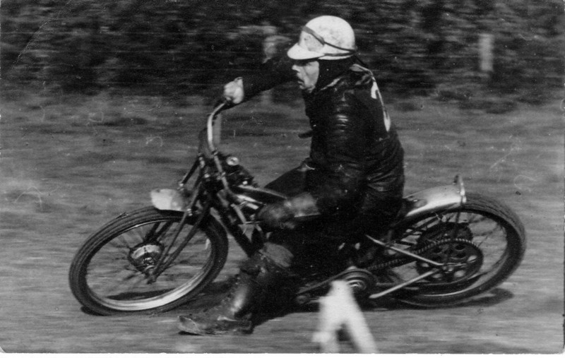 Bingley Cree, 1948 Grass Track, here riding with cut on right hand so no glove