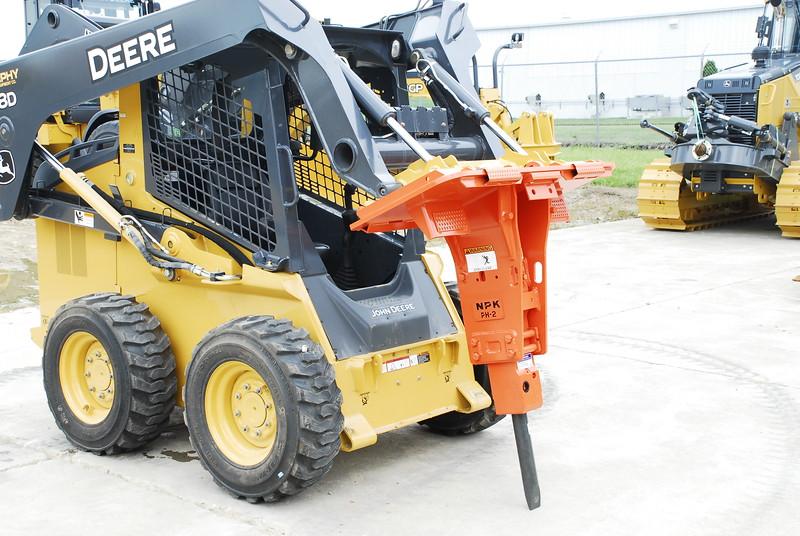 NPK PH2 hydraulic hammer on Deere skid steer (1).JPG