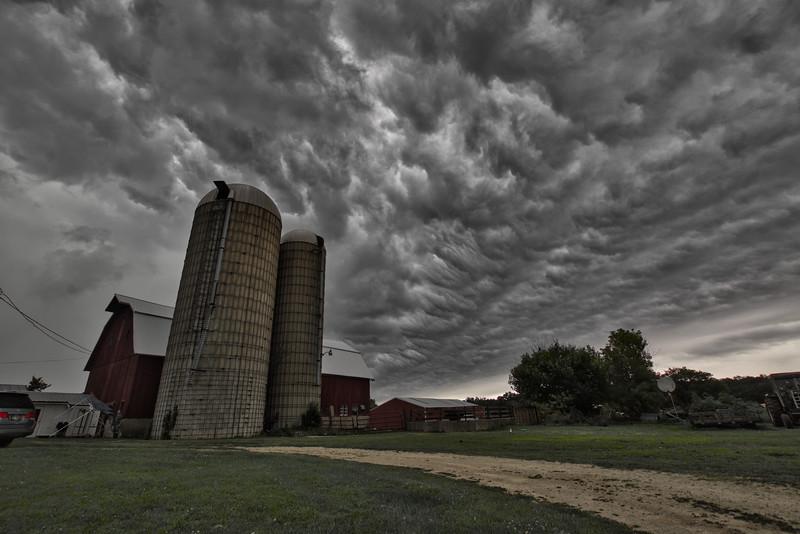 Osinga-Farm-OminousClouds-Skylum2019.jpg