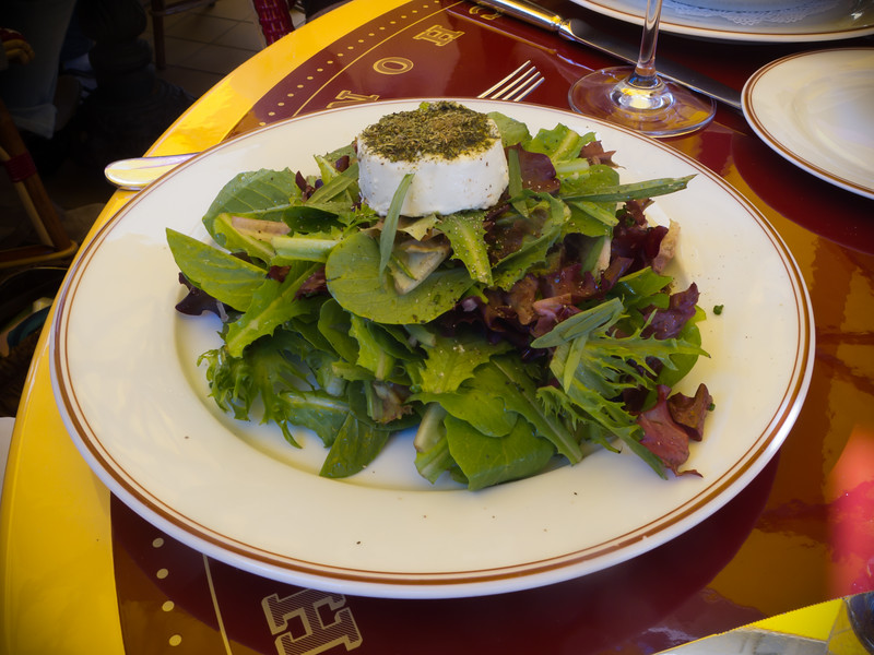 Valerie starts with a Salade Maraîchère Au Chèvre Chaud (mixed greens with red wine vinaigrette, & warm goat cheese)