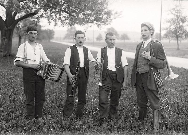 031a Ettiswil Schützenfest vierköpfiges Orchester um 1921.png
