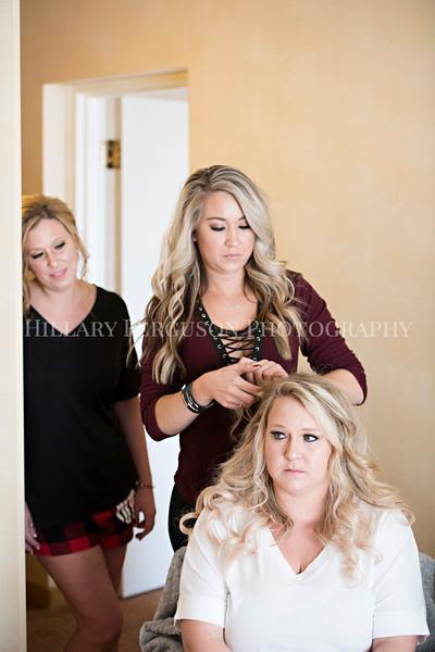 Hillary_Ferguson_Photography_Melinda+Derek_Getting_Ready119.jpg