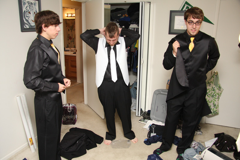 Guys Getting Ready (15).JPG