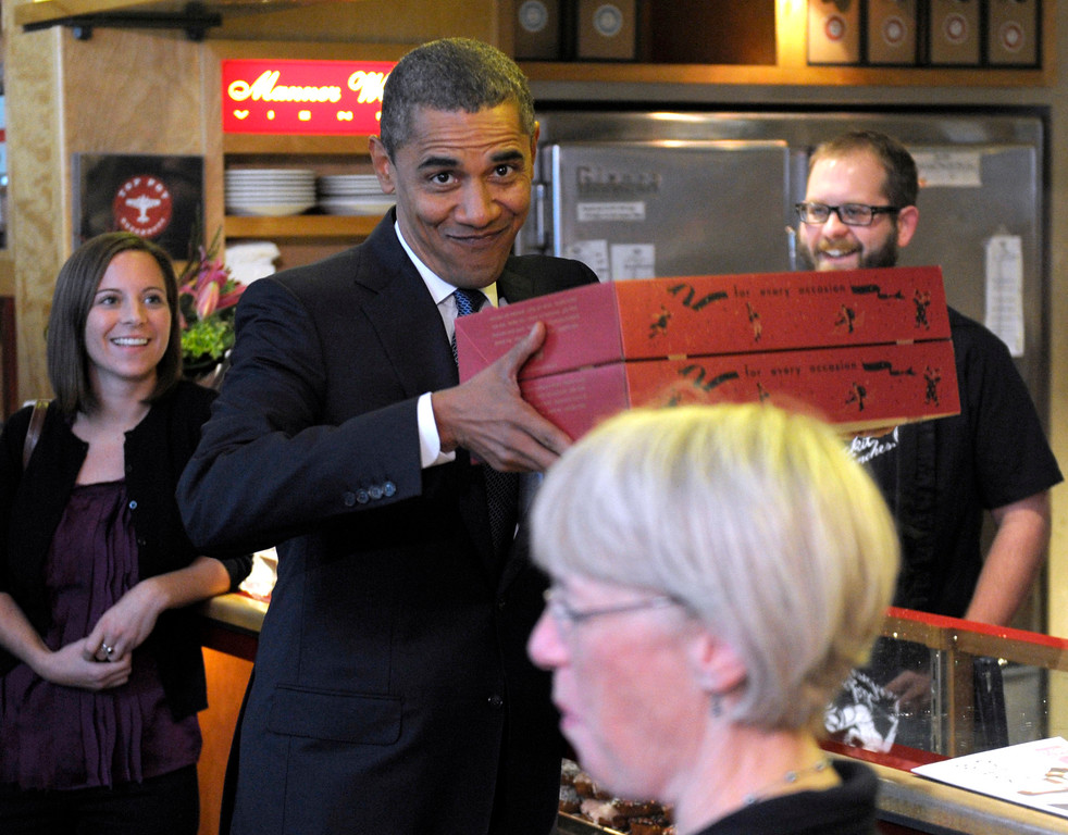 . President Barack Obama and Sen. Patty Murray, D-Wash., right, get donuts from Top Pot donuts in Seattle, Wash., Thursday, Oct. 21, 2010. (AP Photo/Susan Walsh)