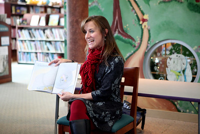 Author visits Town and Country Library in Elburn