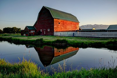 Scenic pics of barn