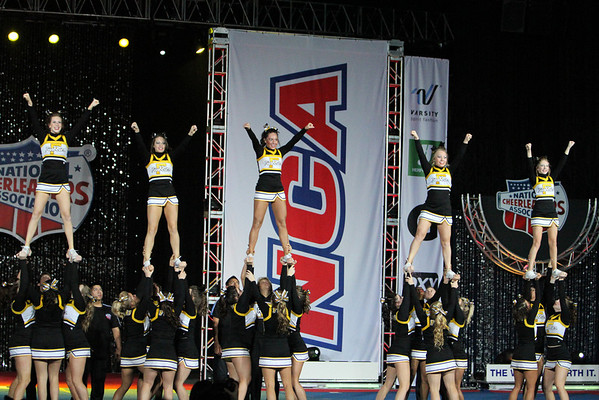 Forney High School Cheerleaders NCA Competition