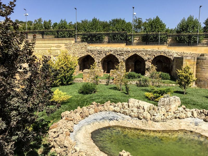 Azerbaijan.ShamahaMosque148.jpg