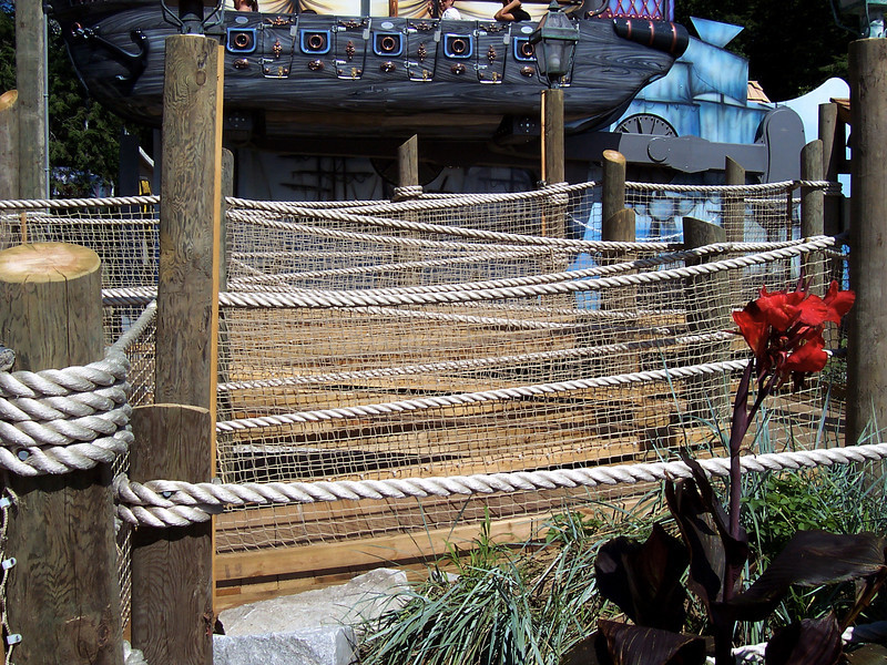 The exit queue is extremely long, twisty, and full of rope and netting.