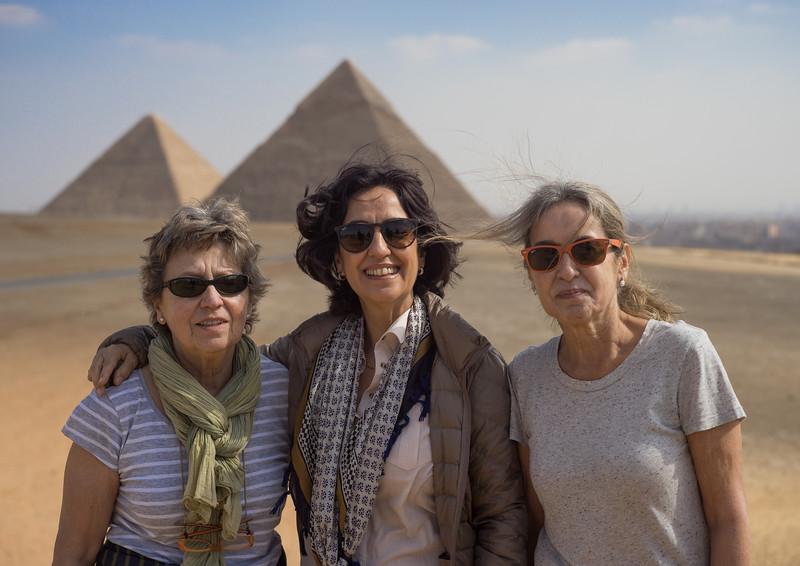 Maky, Concha y Celia en Giza