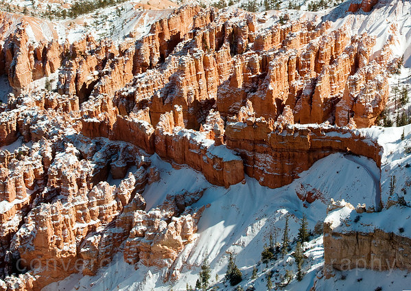 Inspiration Point is famous for its extraordinary sunrises. From here you can watch the tops of hoodoos set alight as if by fire from the first rays of the rising sun.
