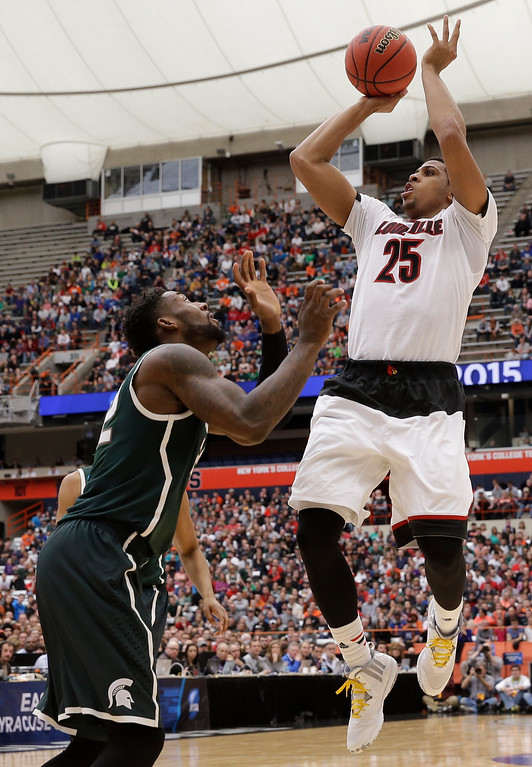 . Louisville\'s Wayne Blackshear (25) shoots over Michigan State\'s Branden Dawson during the first half of a regional final in the NCAA men\'s college basketball tournament Sunday, March 29, 2015, in Syracuse, N.Y. (AP Photo/Seth Wenig)