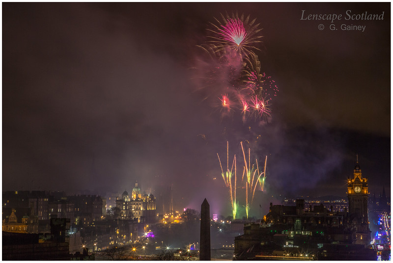 Fireworks over Edinburgh Castle from Calton Hill (17)