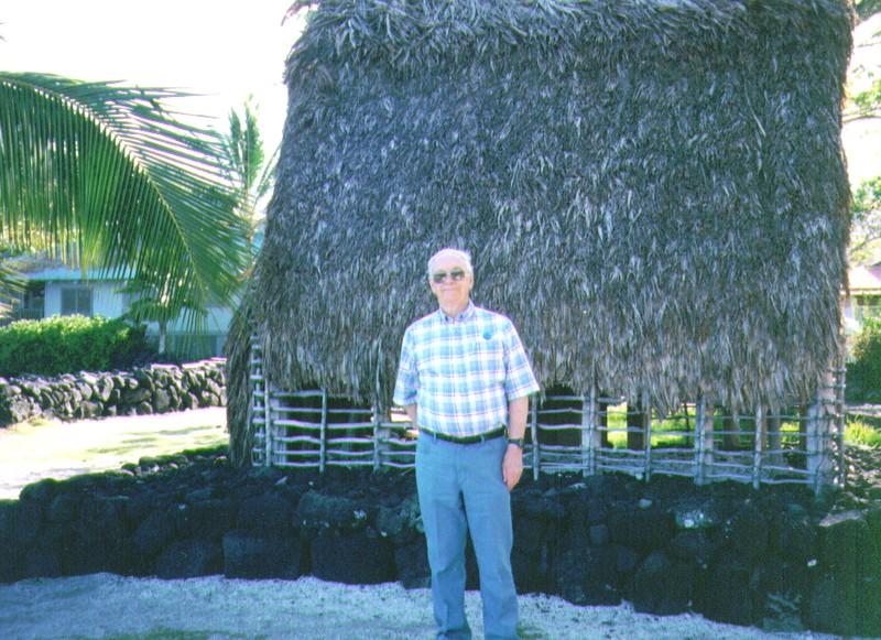 Wayne at Pu'uhonua O Honaunau. April 1997,   936x680. 4-98.jpg