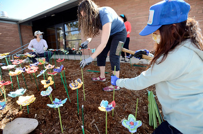 Photos: Lyons Elementary Students make Ceramic Flowers to Honor COVID-19 Victims