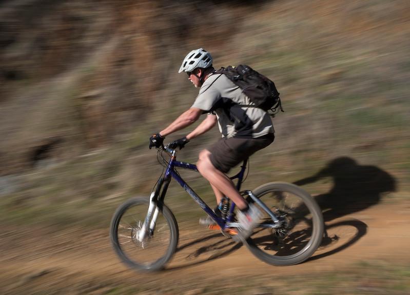 pannning biker.jpg