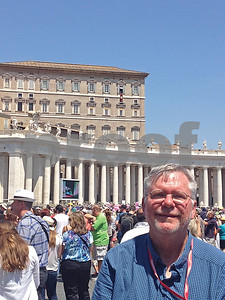 journalist-attends-the-pope-show