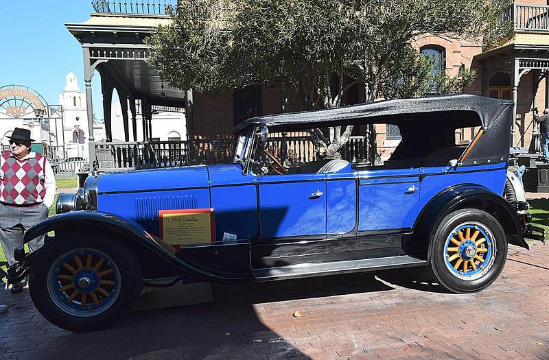 Cadillac 1926 Series 314 side lf.JPG