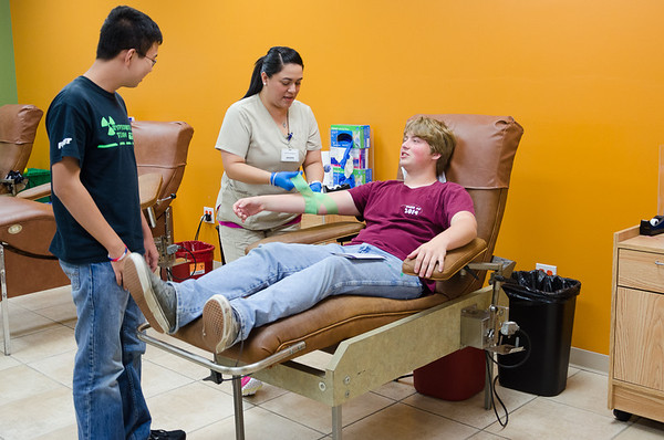 """Team 624 Bleeds Green"" CRyptonite Blood Drive - 11/14/12"