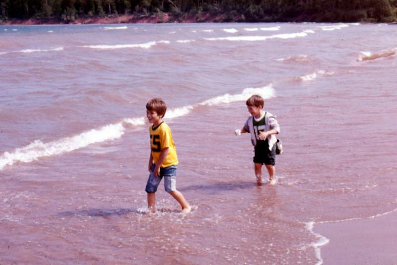 1975-08 - Randy & Jeff in St Croix river