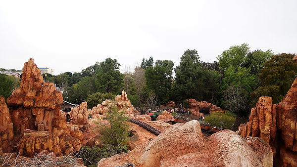 Disneyland Resort, Disneyland, Frontierland, Star Wars, Star Wars Land, Big Thunder Mountain Railroad, Big Thunder