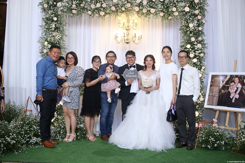 Vy-Cuong-wedding-instant-print-photo-booth-in-Bien-Hoa-Chup-hinh-lay-lien-Tiec-cuoi-tai-Bien-Hoa-WefieBox-Photobooth-Vietnam-036.jpg