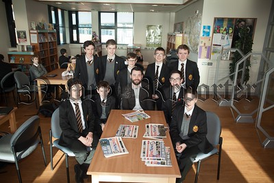 Newry Reporter Journalist Donal McMahon is pictured with Year 10 pupils at Abbey GS during Careers week. R1604006