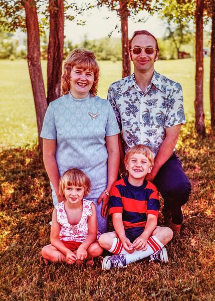 1976 Kipp Family Reunion, Carole, Mike, Steph, Curt-0007-6.jpg