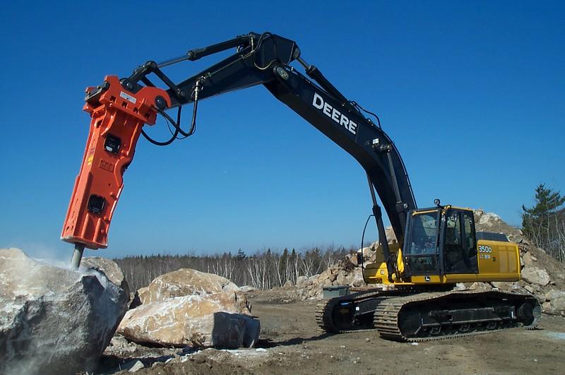 NPK GH12 hydraulic hammer on Deere 350D excavator (25).JPG