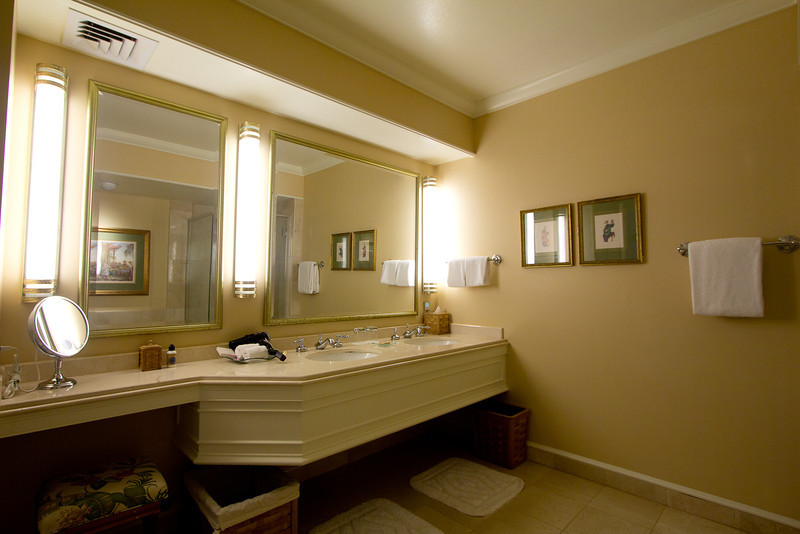 four seasons lanai washroom2.jpg