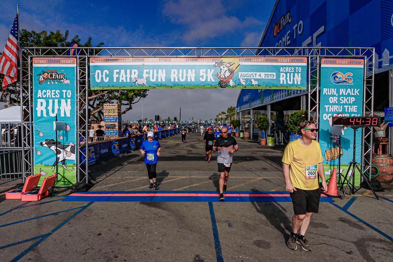 CAM 1 FIN LINE  1:05:42-LAST RUNNER