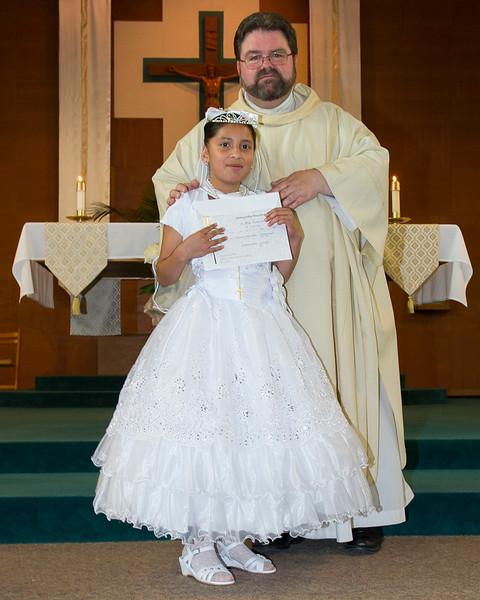 Communion Hispanic-9158-37 8X10.JPG