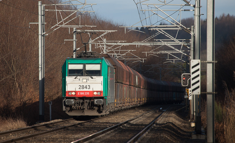 2843 has the Mannheim/D coal empties in tow in Moresnet near the Rue d'Aix. As of 2014 these trains run as unscheduled extras.