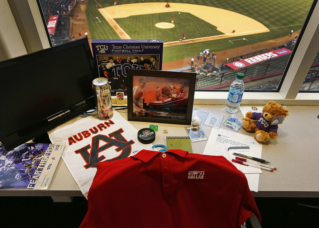 . A memorial has been placed in sportswriter Richard Durrett\'s press box seat before a baseball game between the Detroit Tigers and the Texas Rangers on Tuesday, June 24, 2014, in Arlington, Texas. Durrett, a veteran reporter who covered Dallas-area sports for ESPN, died last week. He was 38. (AP Photo/Fort Worth Star-Telegram, Ron Jenkins)