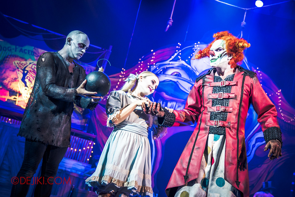 Halloween Horror Nights 6 - Jack's Recurring Nightmare Circus / Boy presents Bomb to Jack