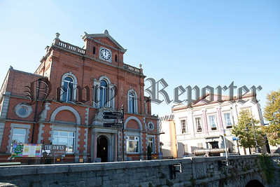 Newry City Hall and the Sean Hollywood Arts Centre. R1439010
