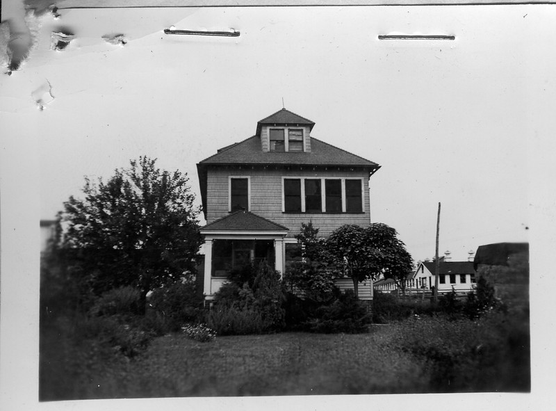 Photo of a house that saton the  the Tuscan Dairy Union Ave. property in 1939. The exact location is unknown to us.